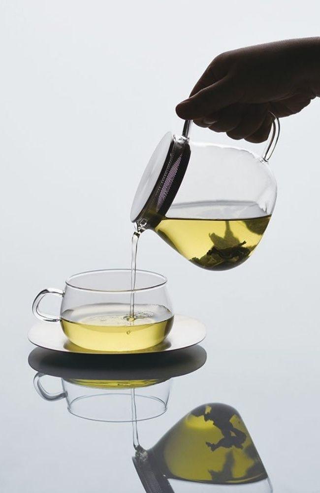 Tasse-de-thé-en-verre-soucoupe-en-inox